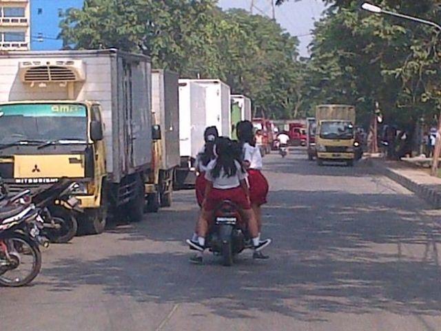 biker wanita naik motor (6)