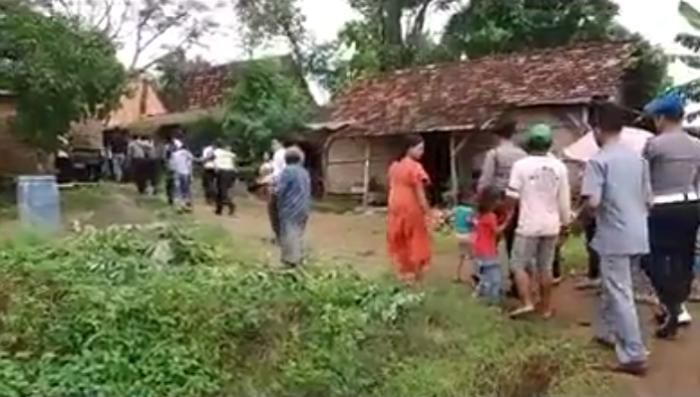 razia polisi masuk desa